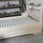 alt unchi mobilier la comanda elemente de mobilier pat din lemn nevopsit inca